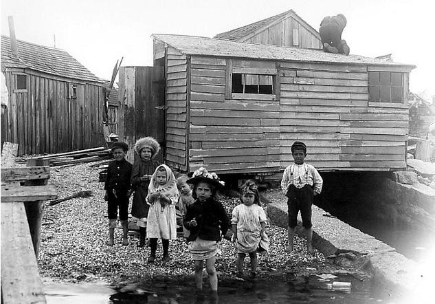 wm-1905-shanties-along-water-portuguese-navy-yard-foot-of-potomska-street