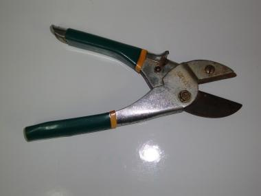 How To Sharpen Garden Shears Garden Tool Care And Diy Storage Bin Garden Therapy Electric