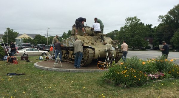 U S  Army Brotherhood of Tankers restoring paint on Papineau Square Sherman  tank - New Bedford Guide
