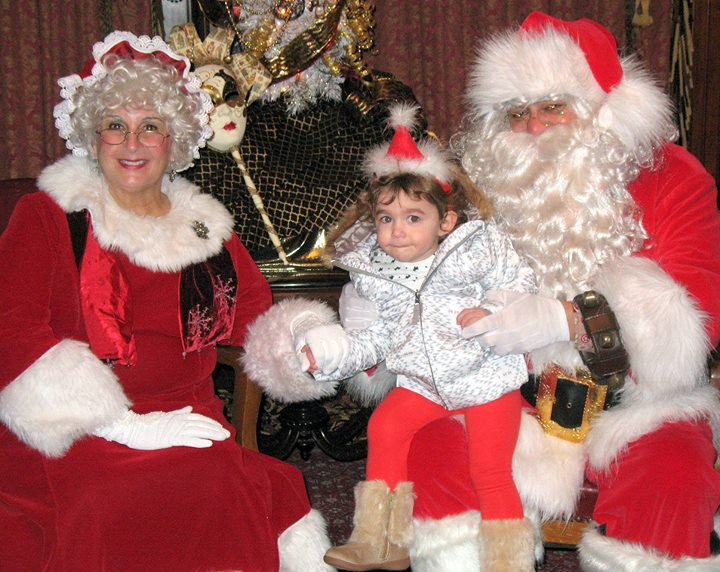 Meet and greet santa and mrs claus new bedford guide santa and mrs claus return for their annual visit to the frhs share your wish list with them in our lavishly decorated music room and pose for pictures m4hsunfo